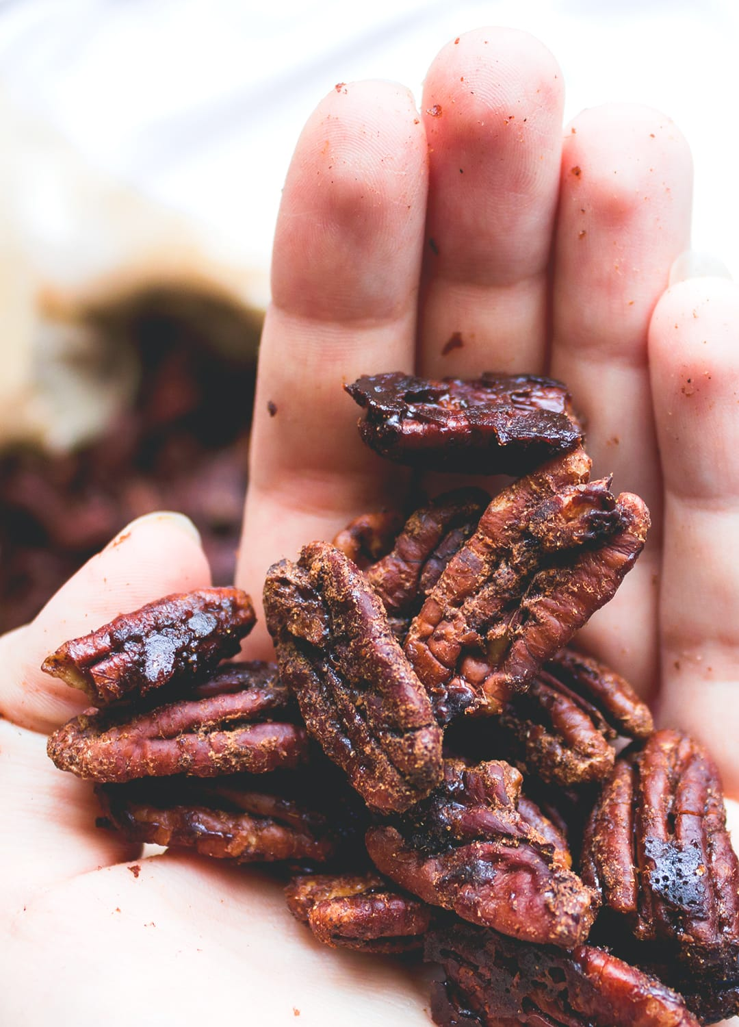 Garam Masala Roasted Pecans - healthy delicious sweet & savory snack. I love this recipe! It's easy to make with only a couple ingredients. Awesome on salads too! | thehealthfulideas.com