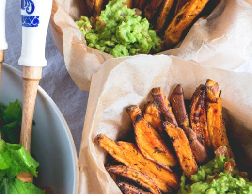 Sweet Potato Fries with Guacamole - delicious side dish, snack or main course! I love this recipe. Sweet potato fries are so delicious and actually good for you! | thehealthfulideas.com