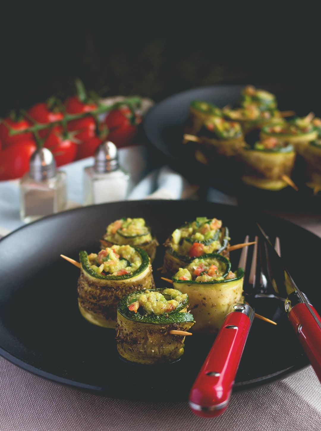 Roasted Zucchini Rolls with Guacamole - the perfect vegan appetizer for a movie night or a great first course in a Mexican styled menu! I love these. So simple, so delicious! | thehealthfulideas.com