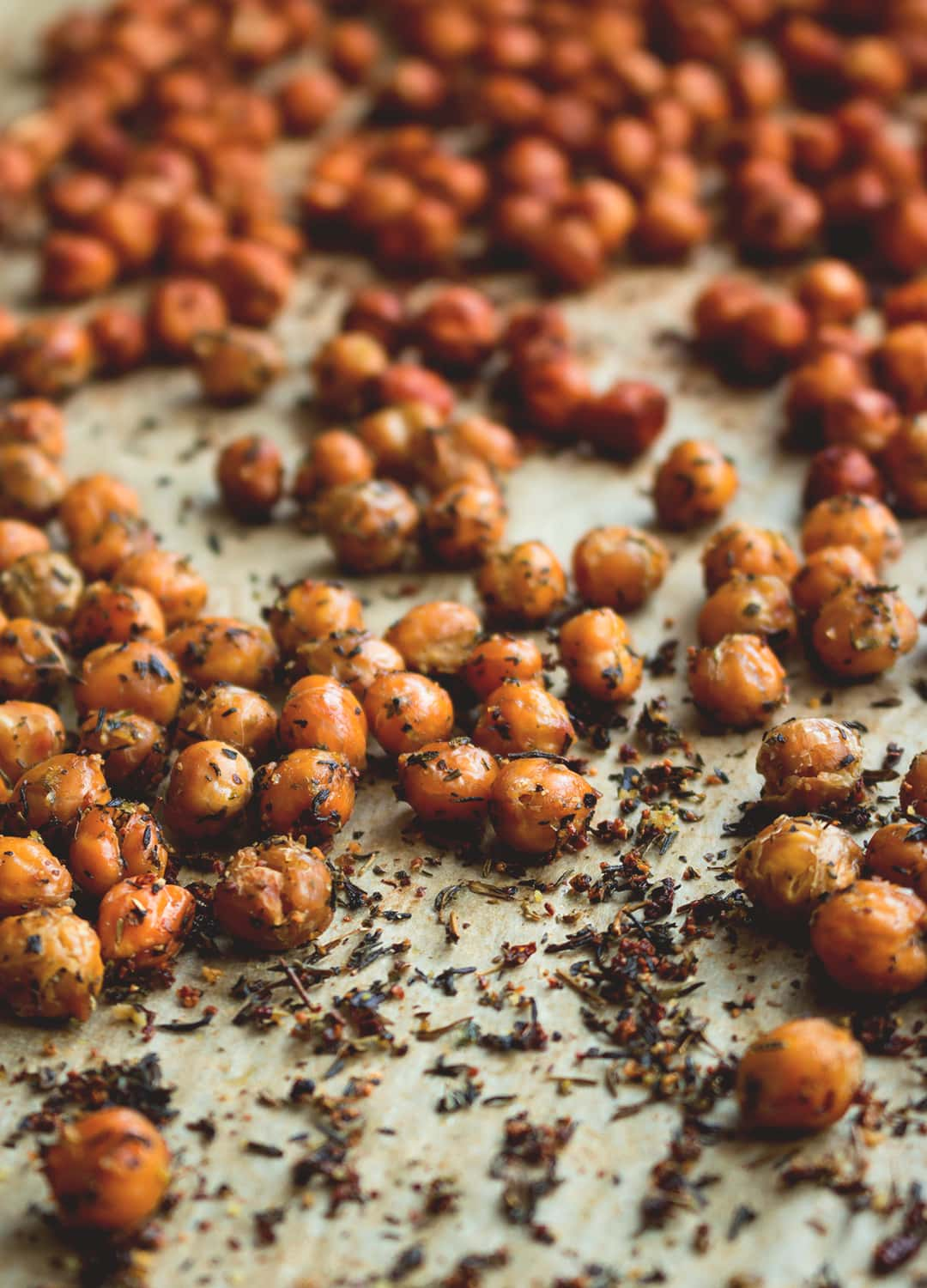 Crunchy Chickpeas 2 ways - healthy snack full of protein! You won't believe how easy it is to make! Full of amazing nurturing ingredients, you'll never eat store bought salty snacks again! Vegan, GF | thehealthfulideas.com