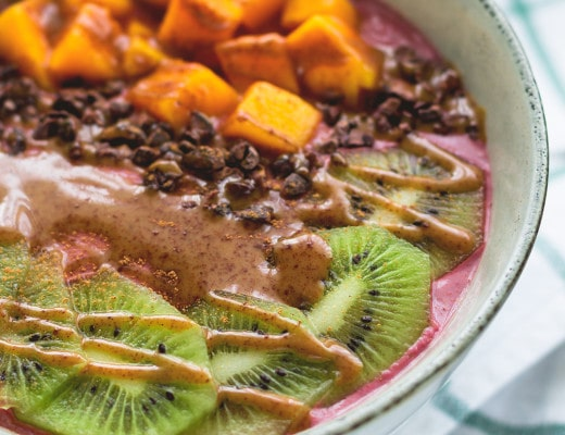 Raw Blackberry Orange Buckwheat Porridge - delicious raw vegan breakfast. I love this recipe - it's my go-to breakfast! It's sweet, fruity, healthy, and full of amazing nutrients! | thehealthfulideas.com