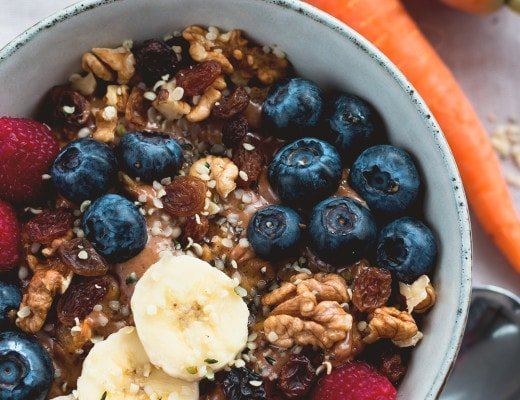 Creamy Vegan Carrot Cake Oatmeal - delicious zesty vegan bowl of awesomeness. I absolutely LOVE this recipe! It's easy, healthy, and really tasty! | thehealthfulideas.com