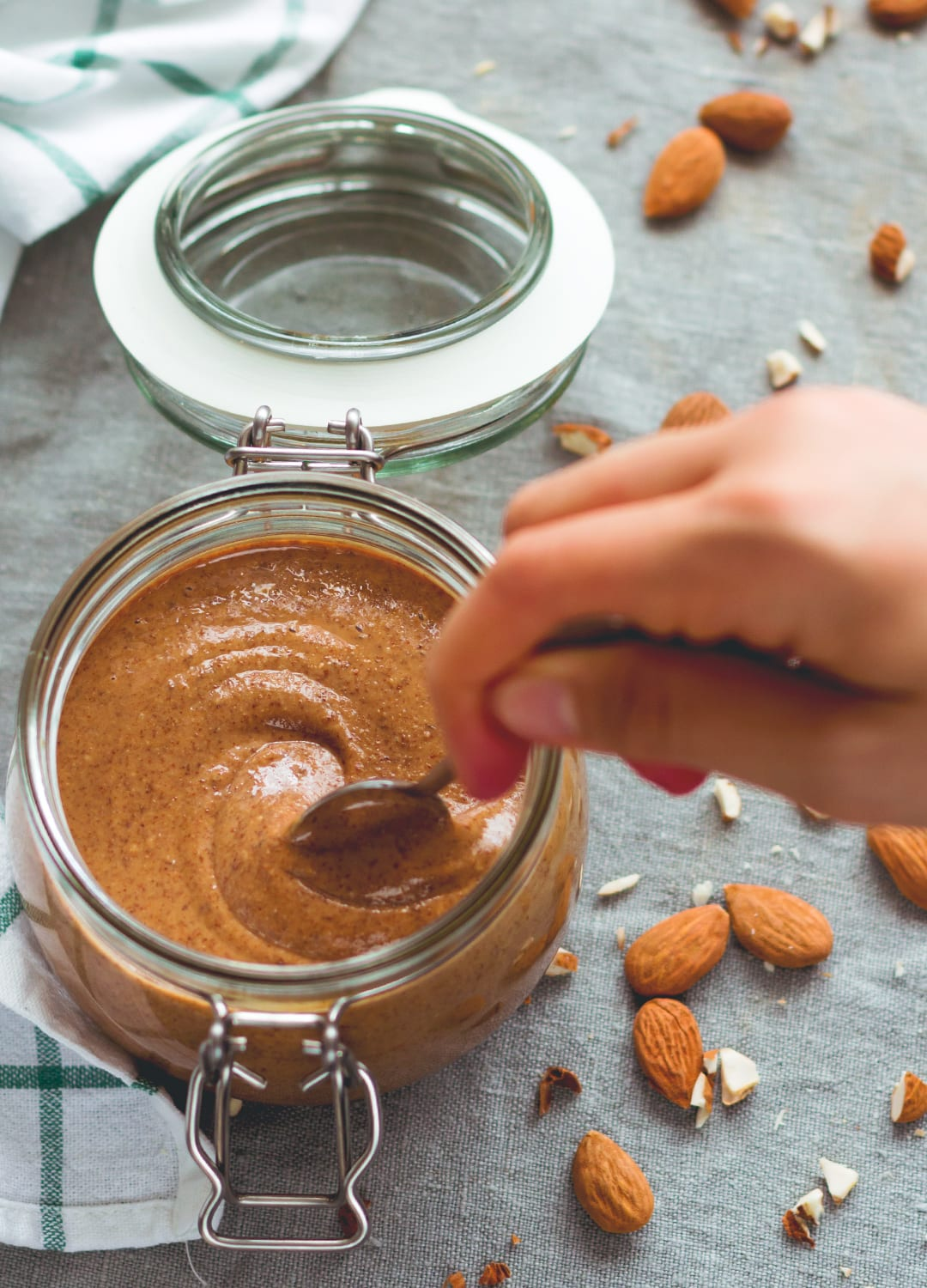 How to Make Almond Butter - homemade almond butter is much tastier than store-bought and extremely easy to make! You'll love making your own. Enjoy plain or try one of my recommended flavors! | thehealthfulideas.com
