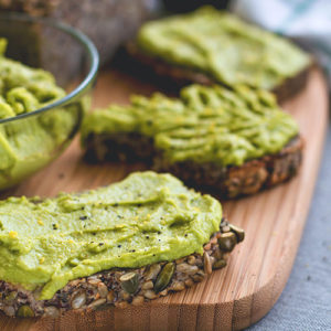 The-Best-Cheesy-Vegan-Avocado-Spread-5