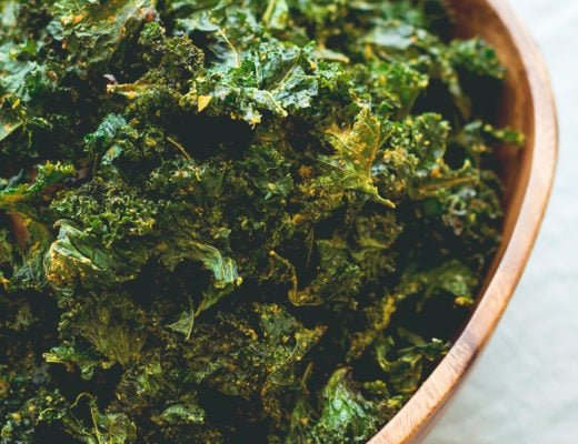 Onion Kale Chips - made in the oven in under 30 minutes! Easy & delicious these kale chips are the perfect movie night snack or anytime you're craving something salty & crunchy. | thehealthfulideas.com