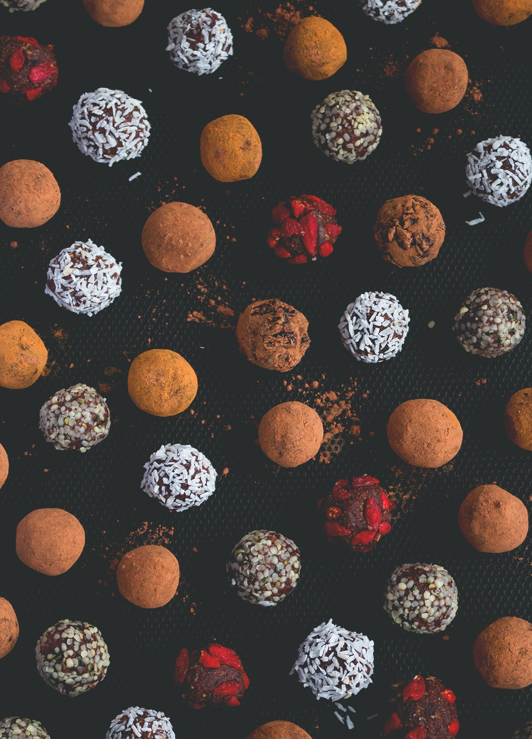 12 Christmas Recipes You Need to Make This Year: Chocolate Hazelnut Bites - sweet and chocolatey bliss balls, delicious any time of the year. A perfect snack for busy days. Vegan and absolutely heavenly! | thehealthfulideas.com