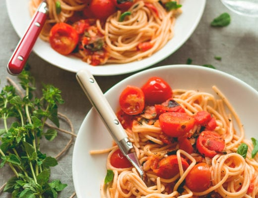 Fresh Tomato Pasta with Herbs - 8 ingredients, ready in less than 30 minutes! We love this recipe. SO delicious, comforting, hearty, and perfect for fall! | thehealthfulideas.com