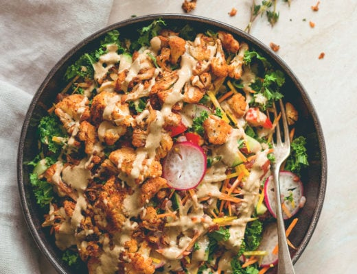 Cajun Roasted Cauliflower Salad - I love cajun seasoning on roasted vegetables. This salad is perfect for this time of the year. Cauliflower, mixed salad, and tahini dressing. (vegan, GF) | thehealthfulideas.com