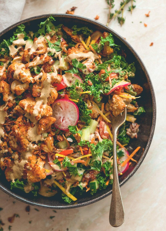 Cajun Roasted Cauliflower Salad - I love cajun seasoning on roasted fall vegetables. This salad is perfect for this time of the year. Cauliflower, mixed salad, and tahini dressing. (vegan, GF) | thehealthfulideas.com