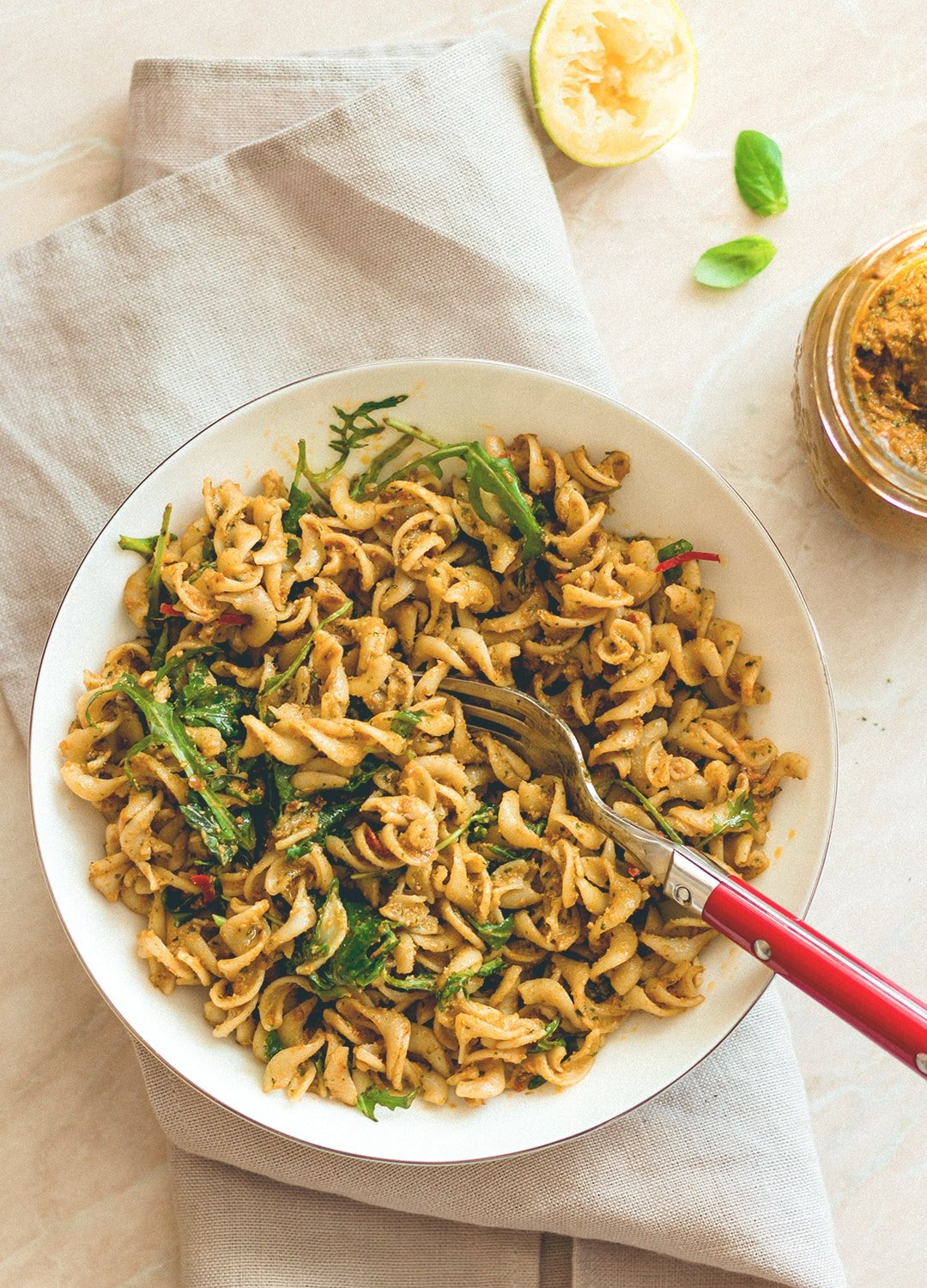 Sundried Tomato Pesto Pasta (vegan, gluten-free) - brown rice pasta, sundried tomatoes, roasted chili, basil, toasted pine nuts, garlic, and arugula. I love this pesto, it's SO delicious! | thehealthfulideas.com
