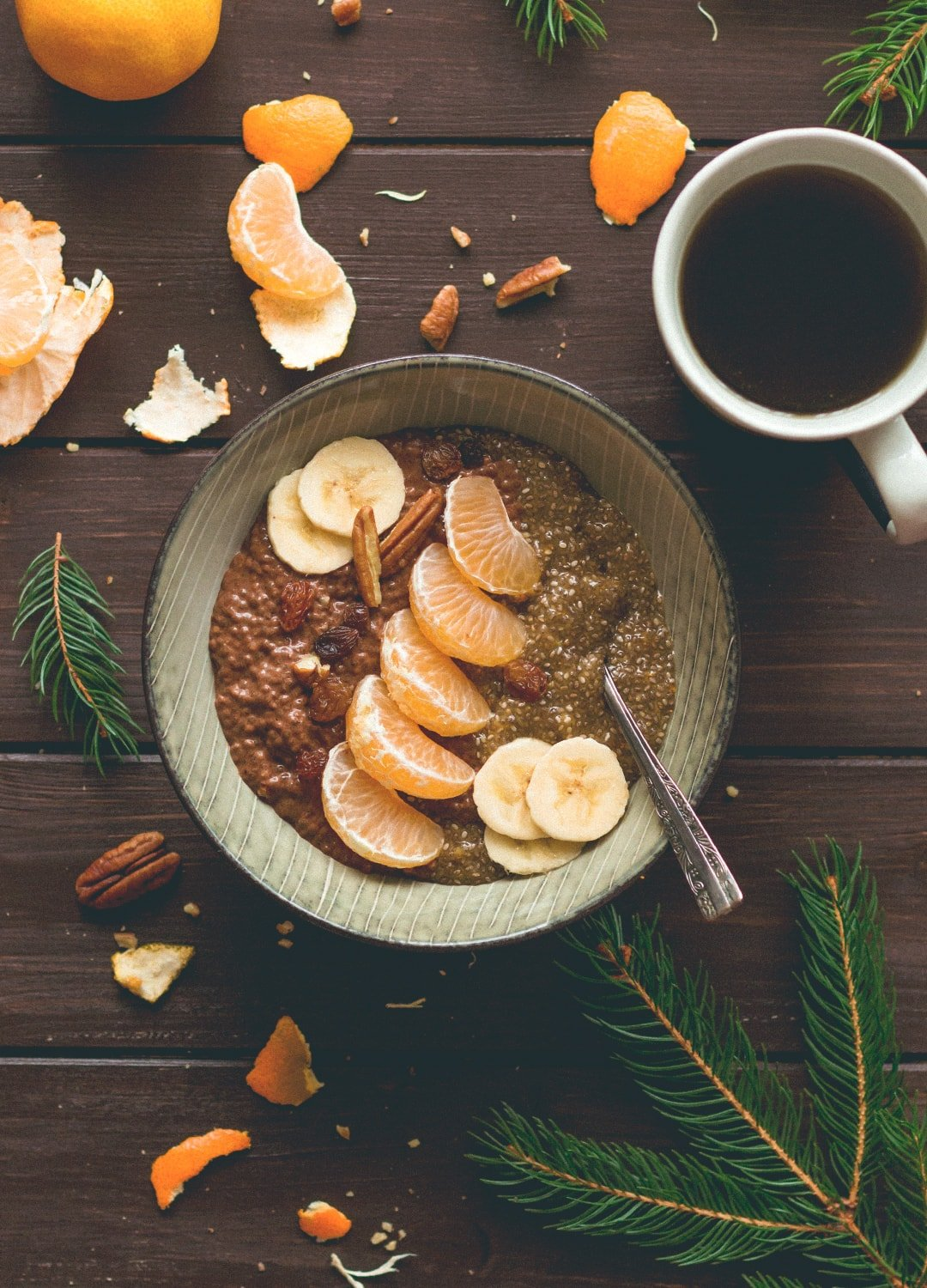 12 Christmas Recipes You Need to Make This Year: Tangerine Chocolate Chia Pudding - delicious refreshing, chocolatey breakfast you will love! Vegan, gluten-free and easy to make the night before so you can just grab it and go in the morning! | thehealthfulideas.com