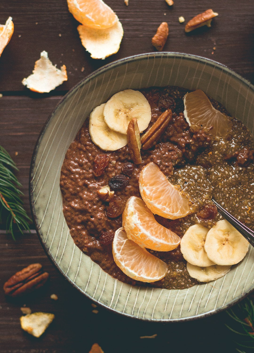 Tangerine Chocolate Chia Pudding - delicious refreshing, chocolatey breakfast you will love! Vegan, gluten-free and easy to make the night before so you can just grab it and go in the morning! | thehealthfulideas.com