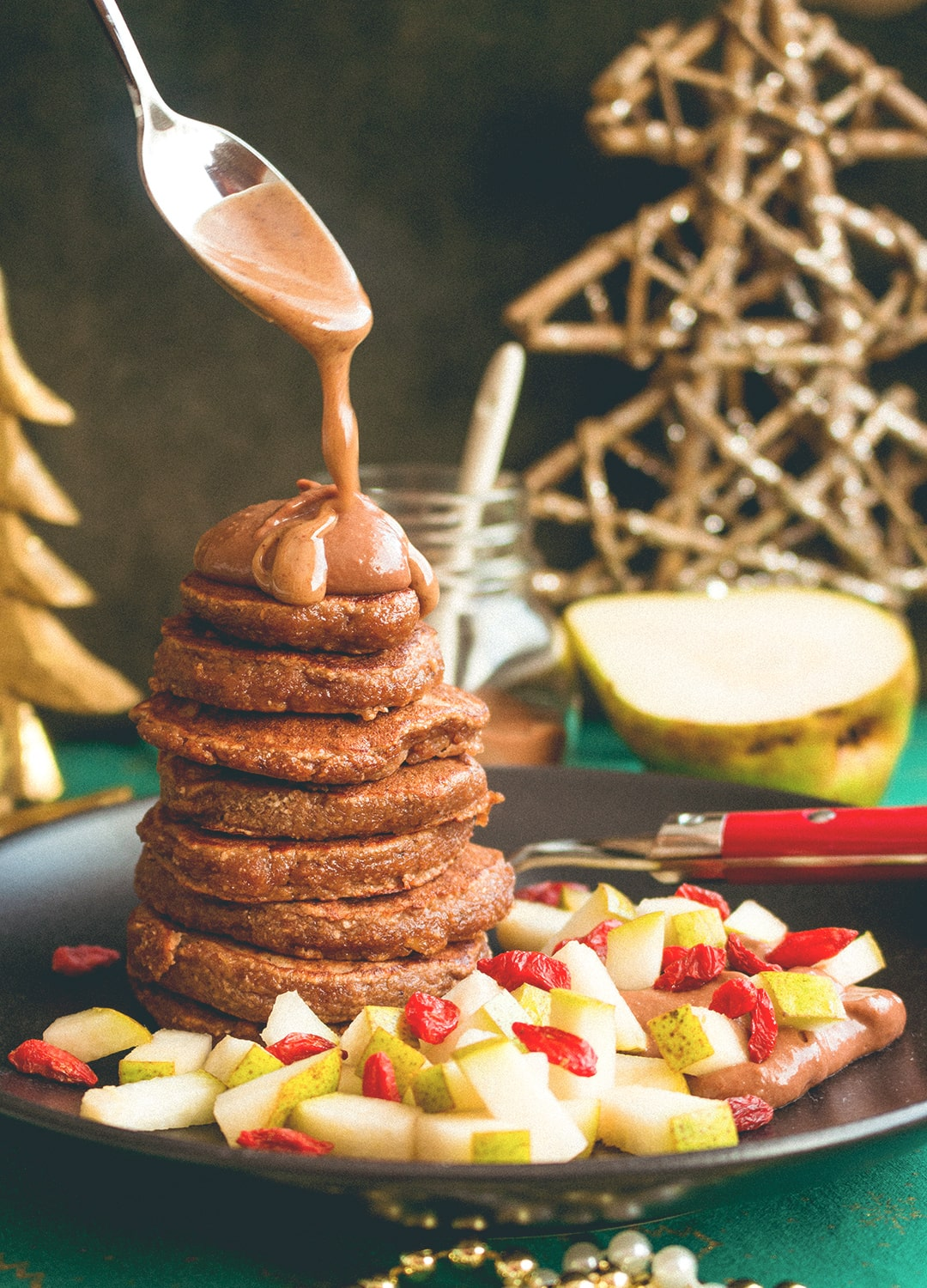 12 Christmas Recipes You Need to Make This Year: Gingerbread Pancakes with Chocolate Cream - a delicious Christmas recipe. I LOVE having this for breakfast during the holidays, it's definitely a favorite in our family. Gluten-free, dairy-free, and with an option to be made vegan! | thehealthfulideas.com