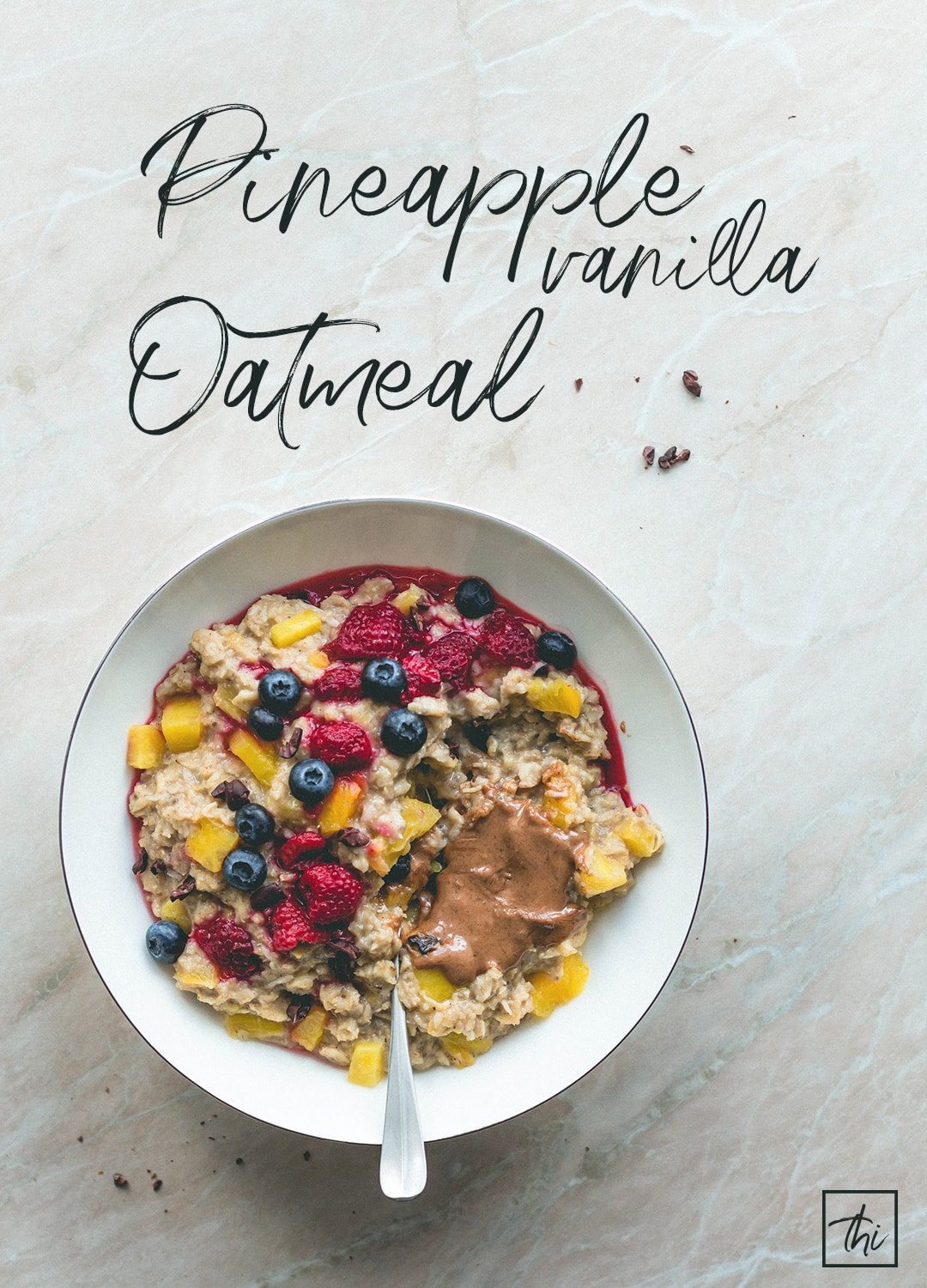 Pineapple Vanilla Oatmeal (vegan, gluten-free) - the most delicious breakfast! This pina colada oatmeal is really easy to make and super delicious! Pineapple, oats, almond milk, and vanilla. You'll love this recipe! | thehealthfulideas.com