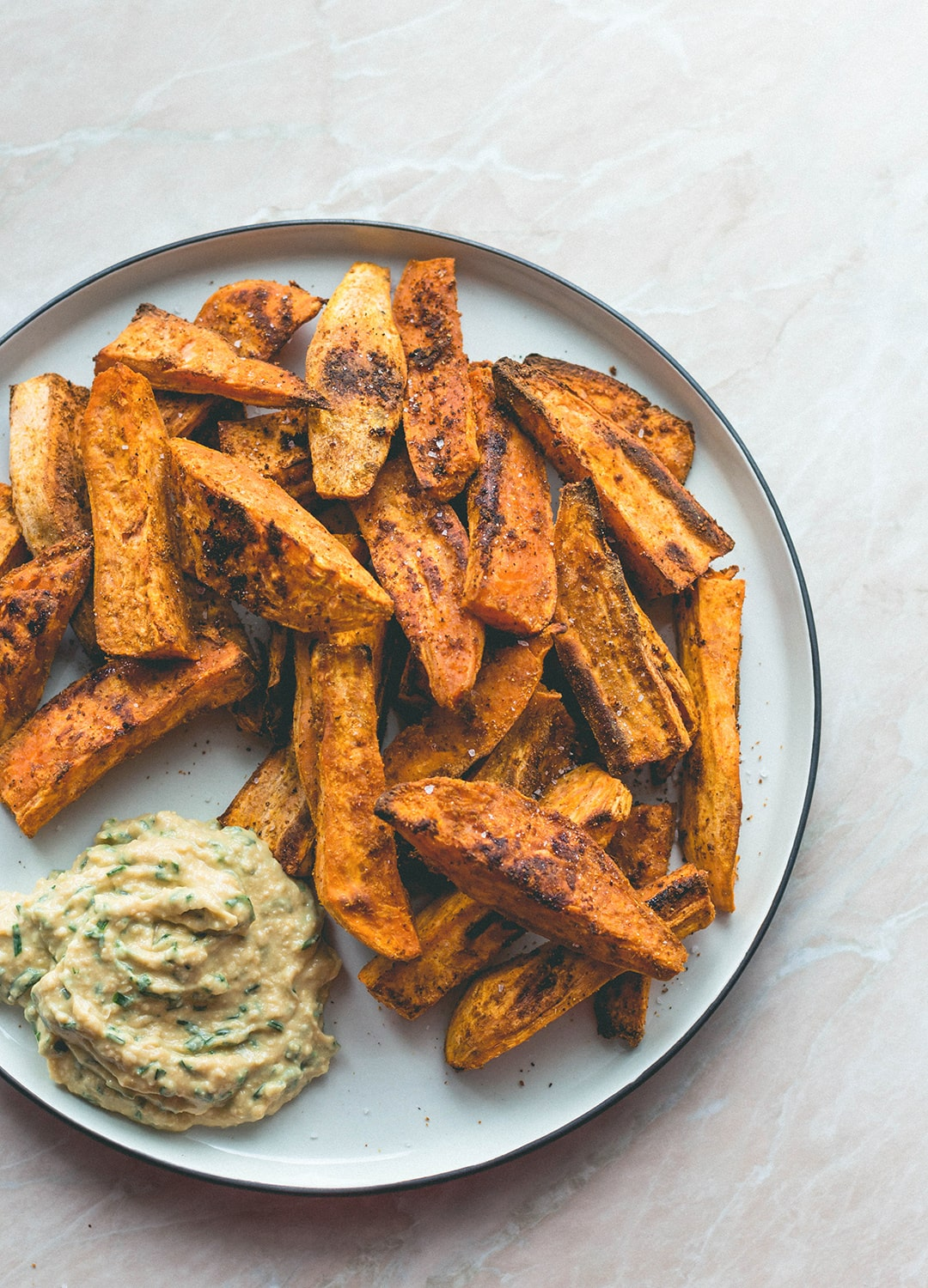 Tandoori Masala Sweet Potato Wedges (vegan, GF) - over roasted sweet potato fries with amazing spices, and a touch of coconut oil. Easy to make, delicious, and totally guilt-free. You'll love this recipe! | thehealthfulideas.com