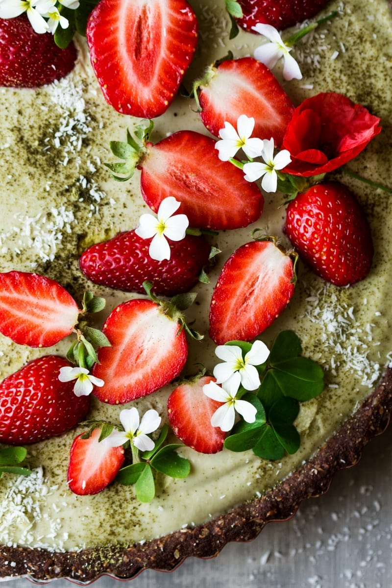 20 Vegan Early Summer Recipes You Will Love - early summer is the perfect time for delicious recipes with asparagus, strawberries, rhubarb, cherries, sour cherries, radishes, peas, and more! | thehealthfulideas.com