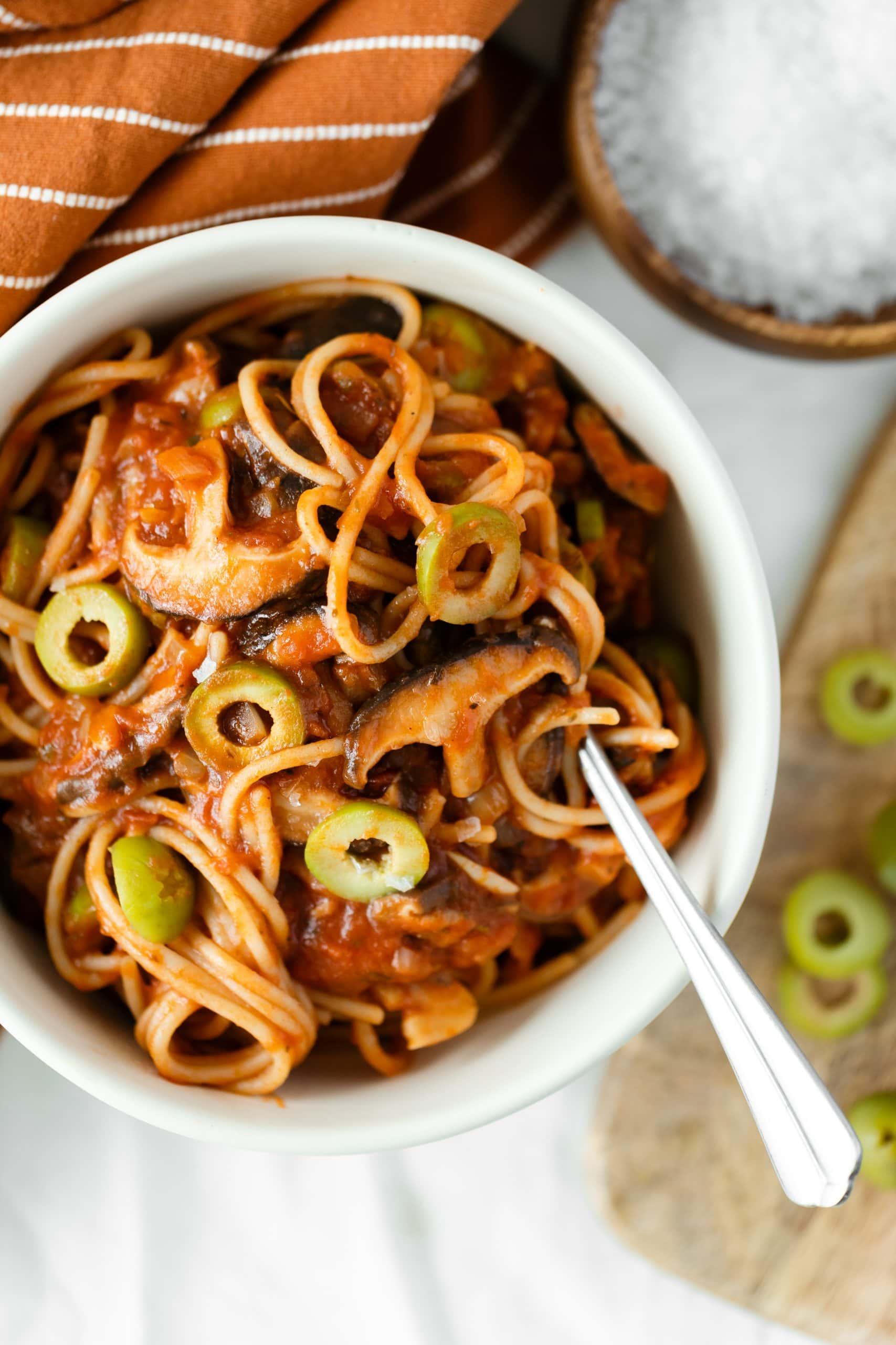Shiitake Tomato Spaghetti with Olives