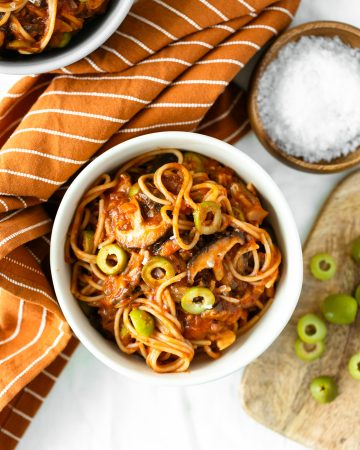 Shiitake Tomato Spaghetti with Olives