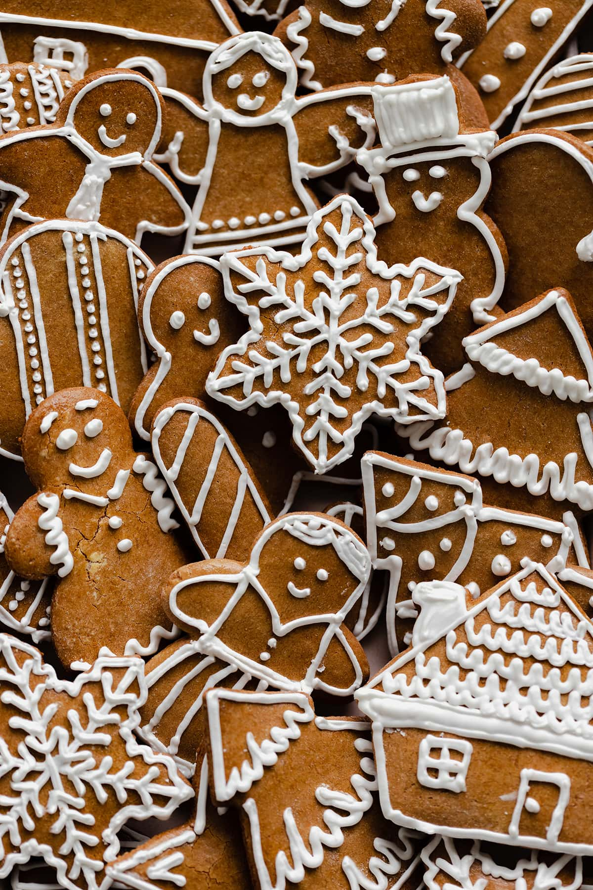 A close up of decorated gingerbread cookies.